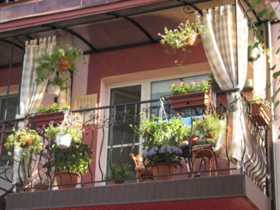 Красивый открытый балкон