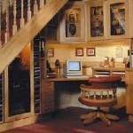 рабочее место под лестницей