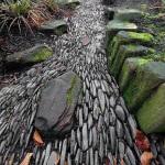 Садовые дорожки из мелких камешков