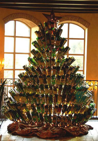 елка из бутылок