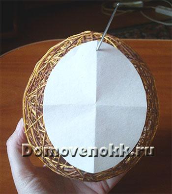 яйцо из ниток и клея на Пасху