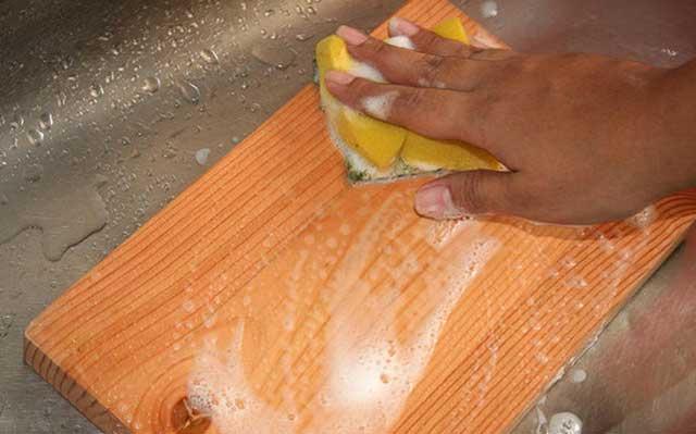 как мыть разделочную доску