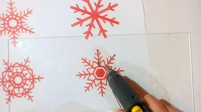 снежинки из клея